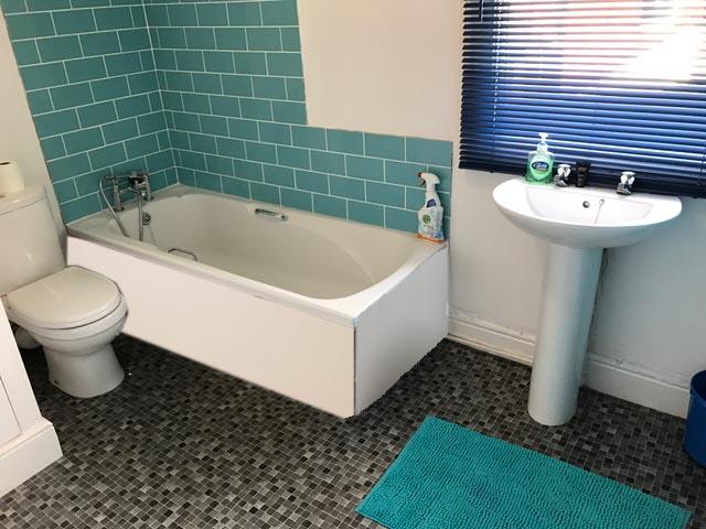 31 STRETTON RM5 BATHROOM