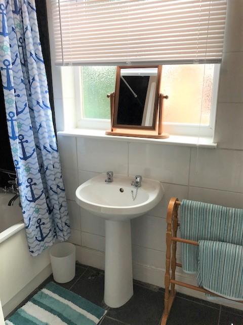 362 FRN bathroom1