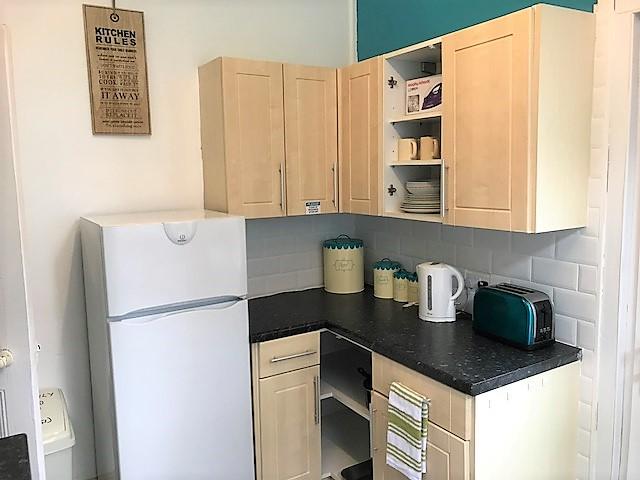 362 FRN Kitchen (2)