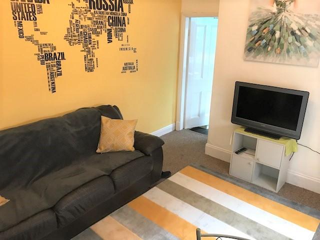 362 FRN lounge1